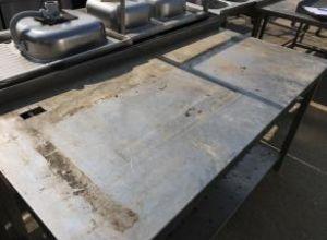 Rozsdamentes asztal alsó pakolóval