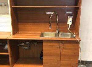 Fa szekrény mosogatóval